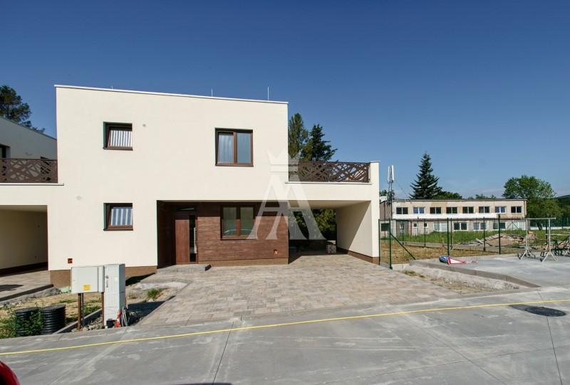 výmera pozemku 466 m², úžitková plocha 103,3 m² + terasa 25 m²