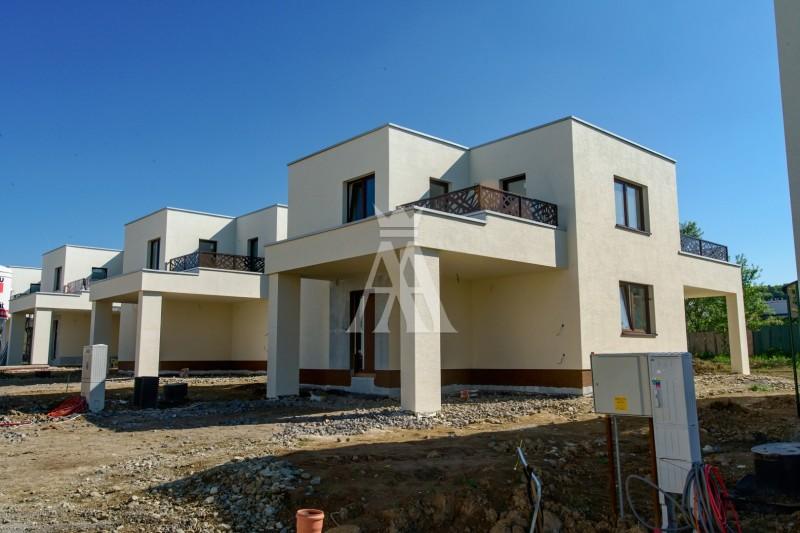 výmera pozemku 478 m², úžitková plocha 128,9 m² + terasy 16,6 m²