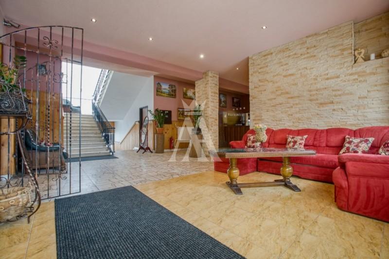 výmera pozemku 6700 m², úžitková plocha 2150 m²