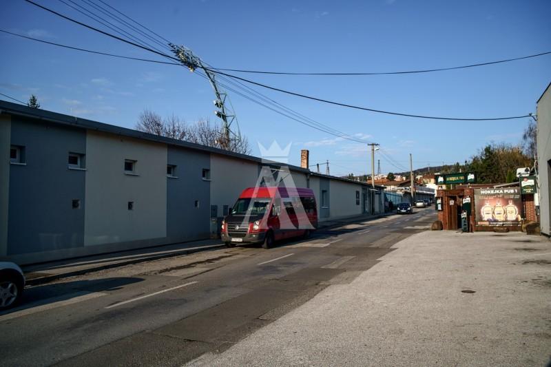 pozemok o výmere 565 m², úžitková plocha budovy 346 m²