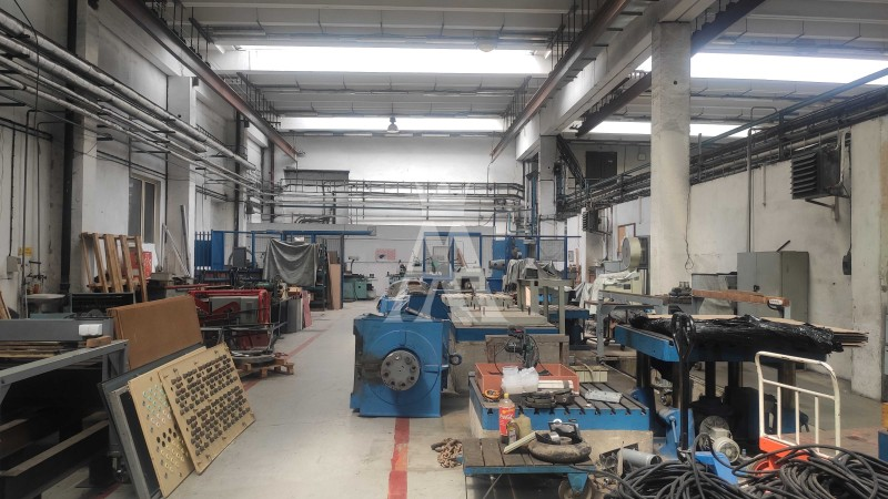 Výrobné, skladové priestory, 500 m2.